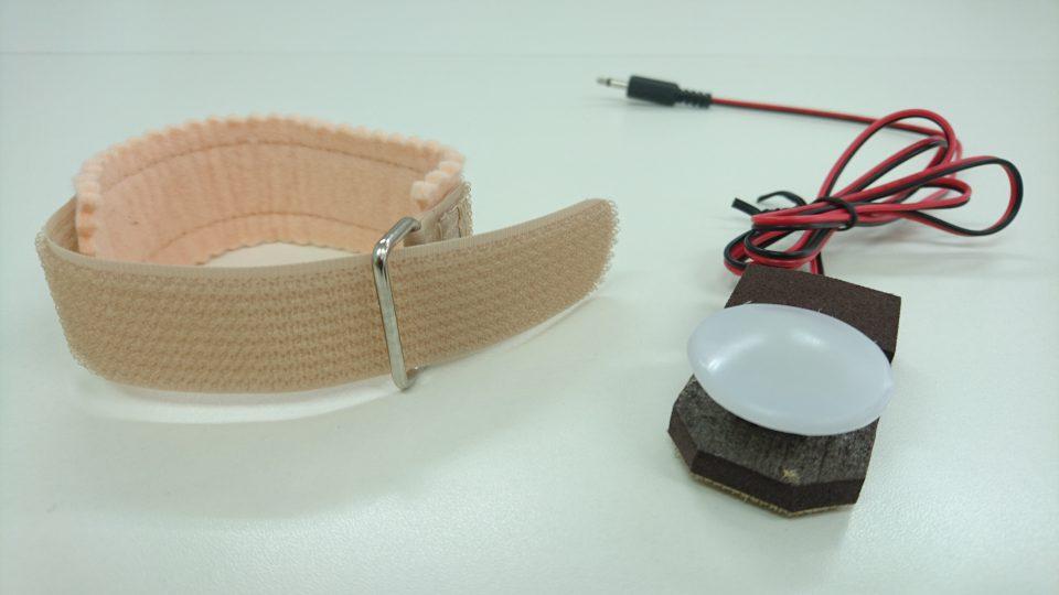 C-111 手装具付き丸型スイッチ バンドとスイッチの画像